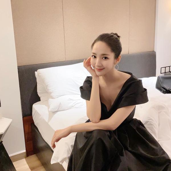 Фото №1 - Как без макияжа выглядеть идеально: бьюти-хаки Пак Мин Ён 👀