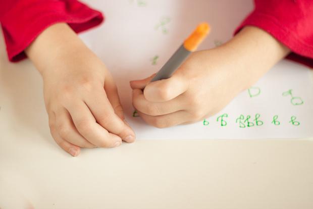 Фото №1 - Детский почерк: стоит ли его корректировать?