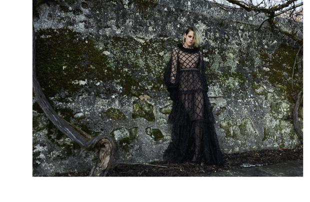 Фото №2 - Королева лесов: Кристен Стюарт в магической кампании Chanel Métiers d'art 2020/21