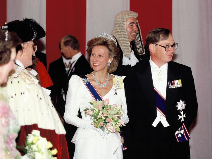 Фото №6 - Как королевские особы носят украшения с бирюзой: самые эффектные выходы