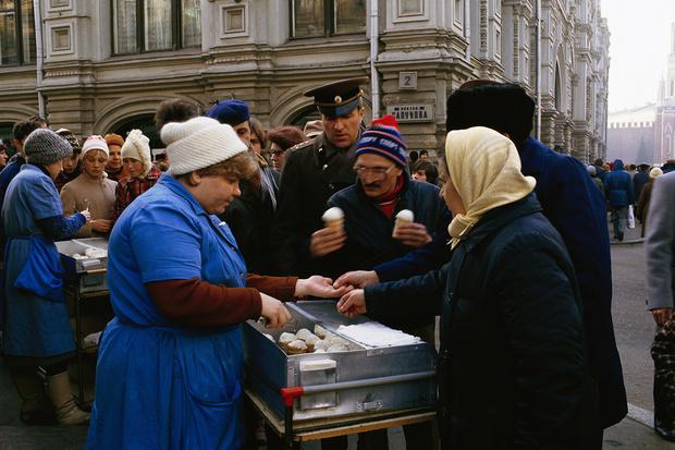 Фото №3 - Соки, мороженое, сгущенка и еще пять вещей, которые Микоян внедрил в СССР после поездки в США