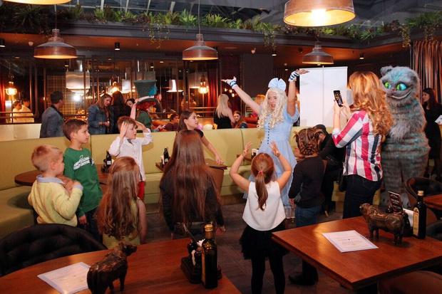 Фото №2 - Открылась «Школа Юных Леди и Джентльменов»