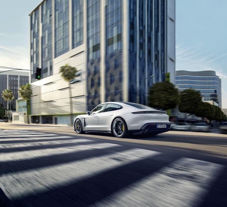 Фото №1 - Скоростной режим: электрический спорткар Porsche Taycan
