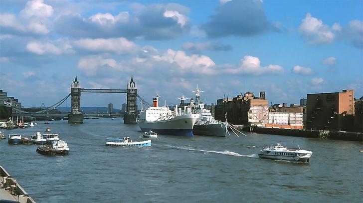 Фото №1 - История одной фотографии: откуда советское судно «Ракета» взялось в Лондоне в 1975 году?