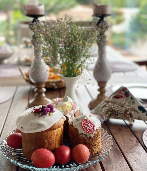 Фото №3 - Домашние куличи и яйца в стразах: как звезды отметили православную Пасху