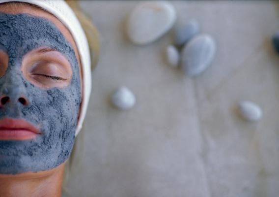 Фото №1 - Глиняная маска для лица: тонкости использования и рецепты