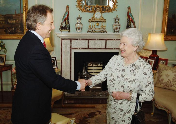 Фото №1 - Новое ограбление в Букингемском дворце: каких ценностей лишились Виндзоры