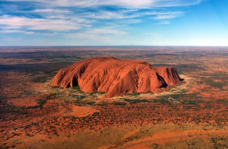 Фото №2 - Власти Австралии потребовали от Google удалить фотографии их священной горы, чтобы туристы не путешествовали даже виртуально