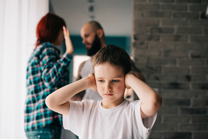 травмы детства, можно ли ссориться при ребенке, родительские ссоры, родители ссорятся при ребенке, что чувствуют дети когда родители ссорятся
