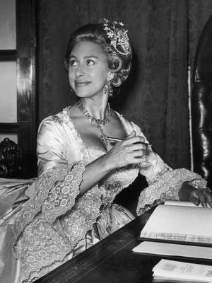 Фото №6 - Сказочная принцесса: неизвестная история самого великолепного платья Маргарет