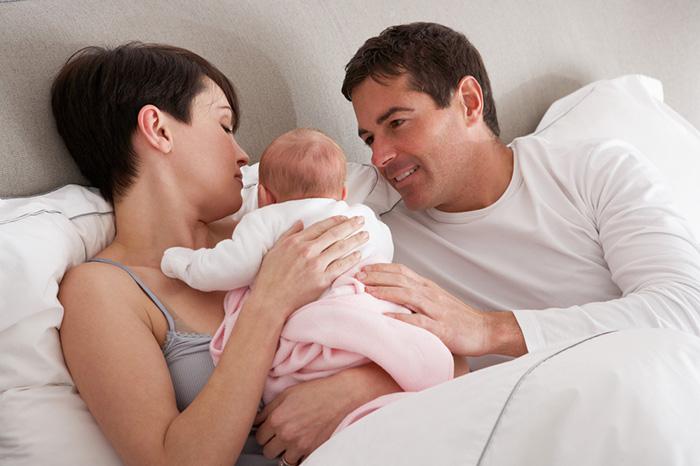 Фото №1 - Когда муж и жена становятся мамой и папой