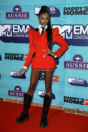 Фото №23 - Премия MTV EMA: лучшие звездные образы за всю историю