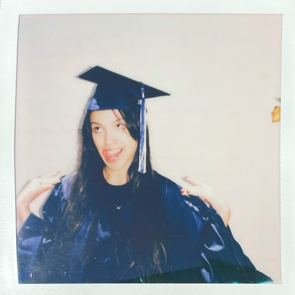 Фото №3 - Wow! Оливия Родриго закончила старшую школу 🎓🎉