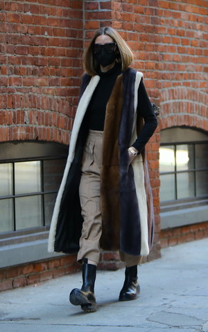 Фото №1 - Идеальная верхняя одежда для межсезонья: показывает стилист Оливия Палермо