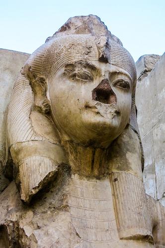 Фото №3 - Вот почему у древнеегипетских статуй отбитые носы