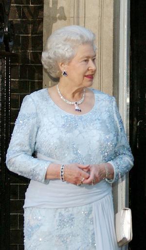 Фото №12 - Самый загадочный камень: как королевские особы носят сапфиры