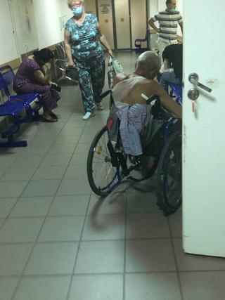 Фото №2 - «Нековидные» больницы превратились в ад— честный репортаж из приемного отделения