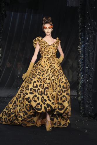 Фото №4 - От сумок до обуви: как выглядят самые модные вещи Dior с леопардовым принтом