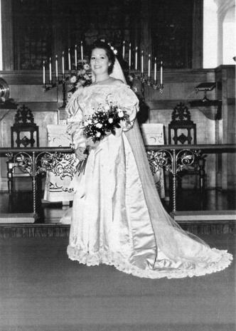 Фото №14 - Кружева истории: самые старые свадебные платья в мире