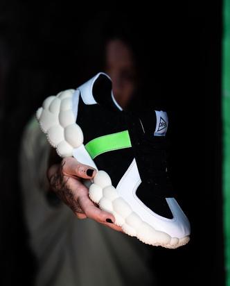 Фото №5 - #DirolDontDrop: супермодные кроссовки с необычной подошвой захватили Инстаграм