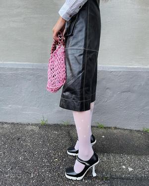 Фото №4 - Акцентный воротник— бесспорный тренд сезона. С чем, кроме свитера, его советуют носить стилисты?