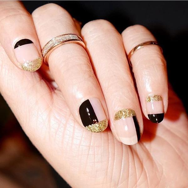 Фото №8 - Черный маникюр: 10 крутых идей для ногтей любой длины
