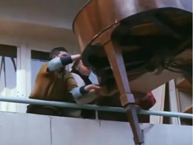Фото №1 - Короткометражка недели: «Общая стена» (комедия, 1972, СССР, 15:56)