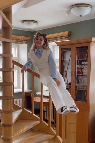 Фото №2 - Необычная школьная форма: идея стильного лука от Ани Покров
