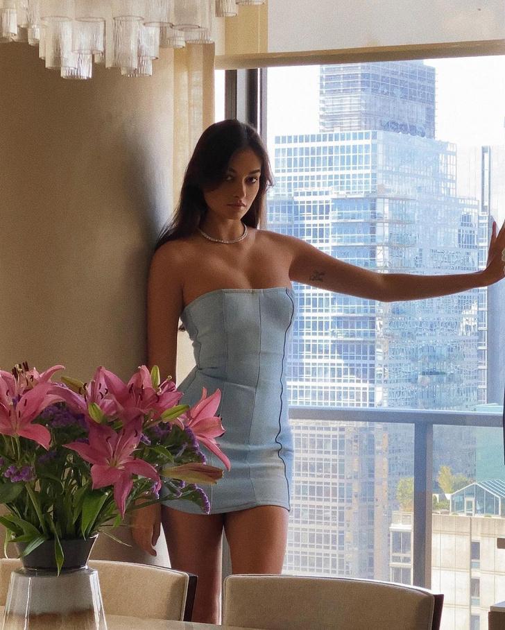 Фото №2 - Американская мечта: Жизель Оливейра в очень коротком платье из денима со шнурковкой