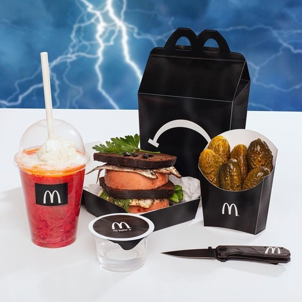 Фото №2 - Скоро в Макдоналдс появится новый необычный бургер и «Sad Meal» от Томми Кэша 🖤