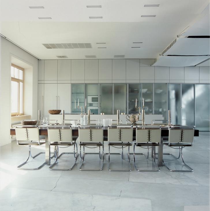 Фото №1 - Самые красивые комнаты за 20 лет: кухни-столовые