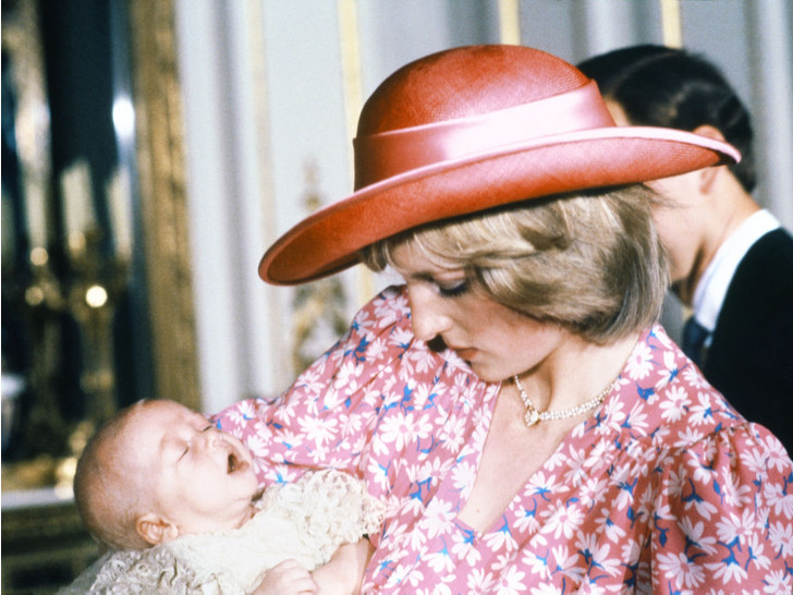 Фото №12 - История в фотографиях: какими были крестины принца Уильяма, и кто стал крестными родителями будущего короля