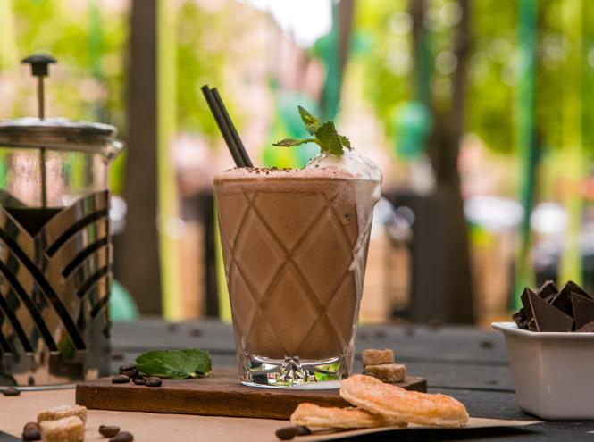 Фото №1 - Мятный, десертный, газированный: пять рецептов холодного кофе для жаркого лета