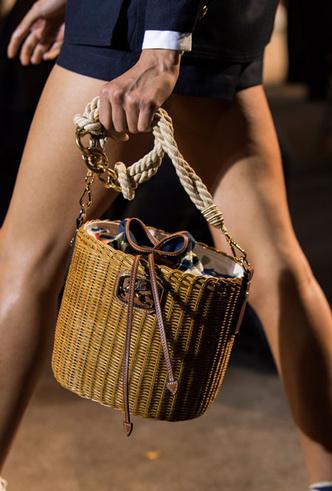 Фото №22 - Самые модные сумки весны и лета 2021