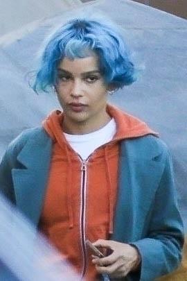 Фото №2 - Синий цвет волос сделает вас намного моложе. Проверено Зои Кравиц