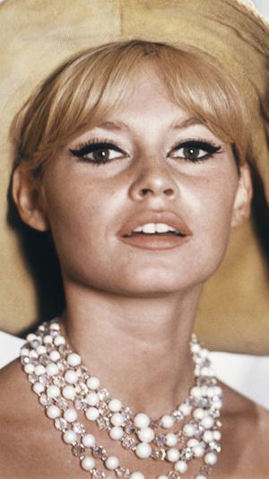 Фото №7 - От 1920-х до наших дней: как менялась мода на макияж губ за последние сто лет