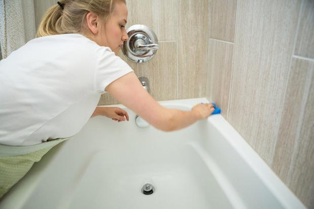 Картинки по запросу Как недорого привести старую ванну в порядок