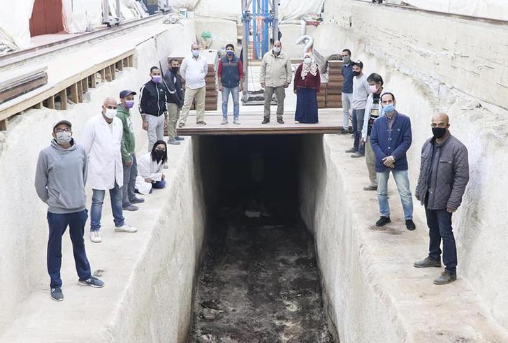Фото №1 - В Египте раскопали погребальную лодку Хеопса