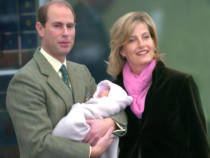 Фото №2 - Какая старинная традиция закончилась на младшей внучке Королевы