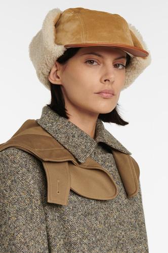 Фото №11 - Шапки, береты и кепки: самые модные головные уборы осени и зимы 2021/22