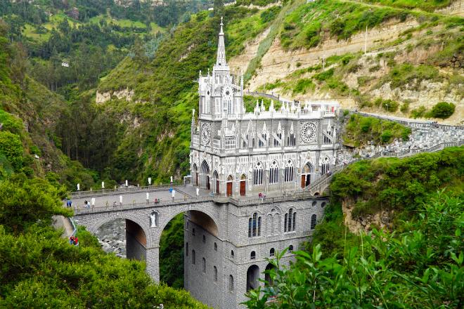 Фото №1 - Топ-10 самых красивых храмов мира