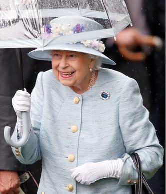 Фото №5 - Самый загадочный камень: как королевские особы носят сапфиры