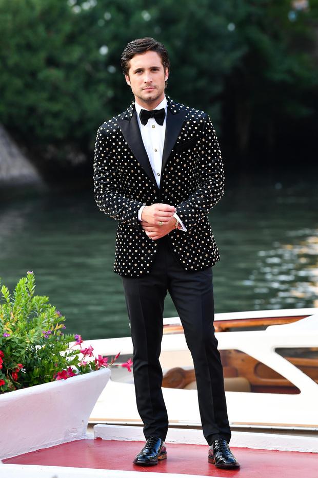 Фото №3 - Трое гостей Венецианского кинофестиваля развенчивают миф о том, что мужская мода— это скучно