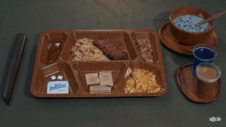 Фото №43 - «Американцы их кормят свининой!» Сухпаек для афганских беженцев