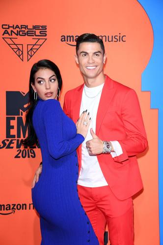 Фото №40 - Премия MTV EMA: лучшие звездные образы за всю историю