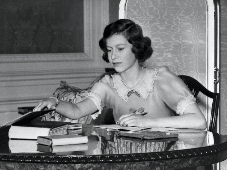 Фото №2 - Первая любовь Королевы: за кого Елизавета могла выйти замуж вместо принца Филиппа (и почему этого не произошло)