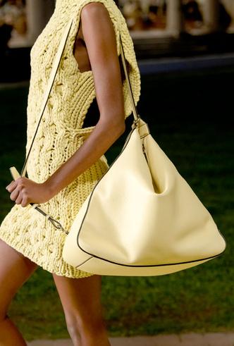 Фото №9 - Самые модные сумки весны и лета 2021
