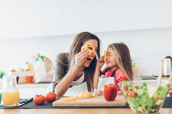 Фото №2 - Без содействия психолога: 10 неочевидных способов, которые помогут вырастить дочь счастливой