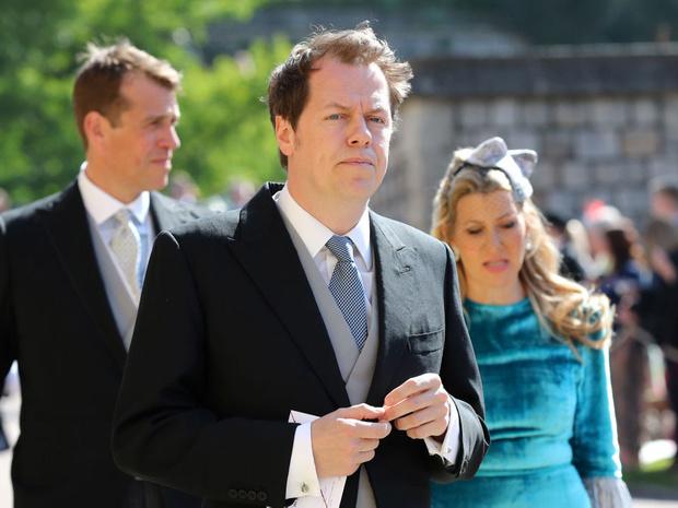 Фото №2 - Мнение сводного брата: что сын Камиллы думает о конфликте Гарри с королевской семьей
