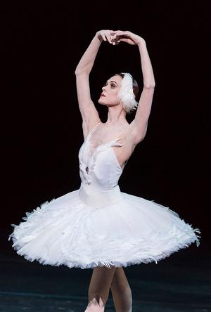 Ульяна Лопаткина балерины у станка на сцене выступление балет